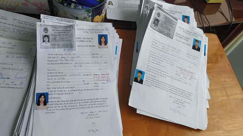 Nộp hồ sơ thi bằng lái xe máy